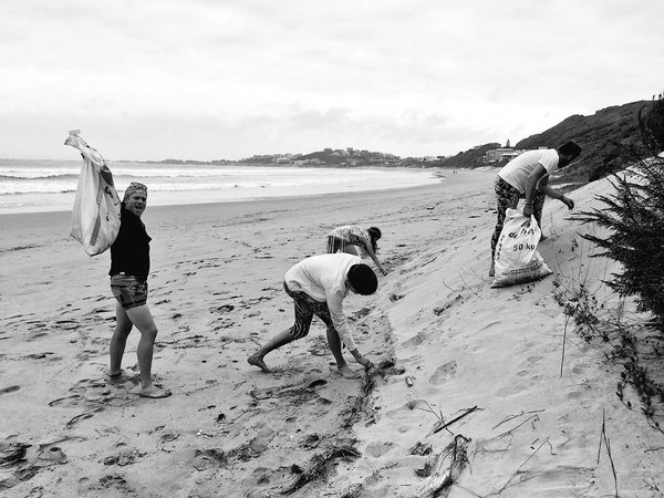 beach-clean-up-recycle-Knysna-coastal-cleanup-garden-route-south-africa